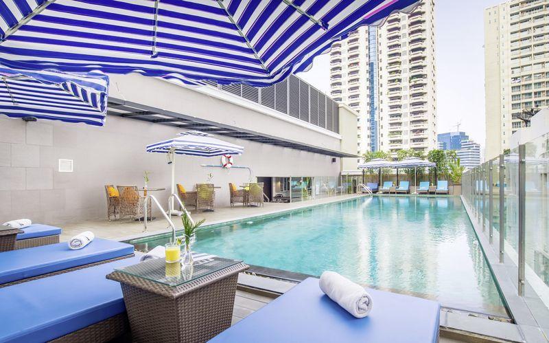 Poolen på hotell Well i Bangkok, Thailand.