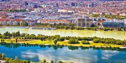 Floden Danube går genom Wien, Österrike.