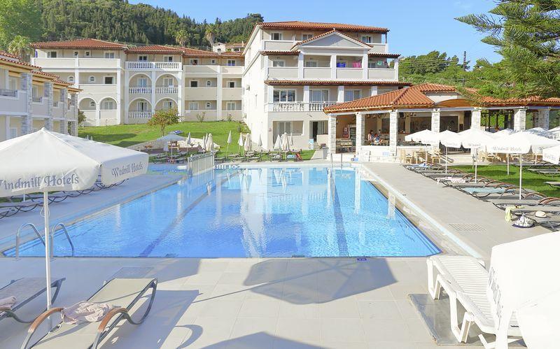 Poolområde på hotell Windmill i Argassi, Zakynthos.