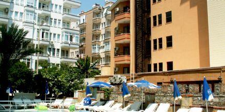Poolområdet på hotell Yeniacun i Alanya, Turkiet.