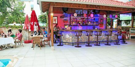Poolbar på hotell Yeniacun i Alanya, Turkiet.