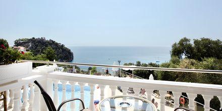 Utsikt från enrumslägenhet på hotell Yiannis Kanalis i Parga.