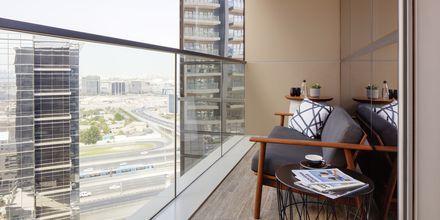 Superiorrum med balkong på hotell Zabeel House by Jumeirah The Greens i Dubai, Förenade Arabemiraten.