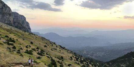 Storslagen utsikt från en av många milslånga vandringsleder i Zagoriaområdet.