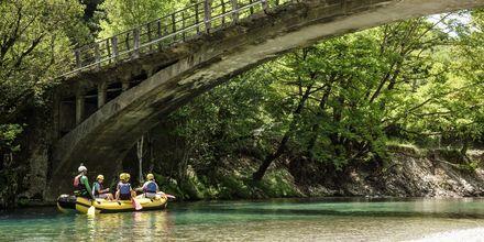 Forsränning på Voidomatisfloden i Zagoriaområdet.