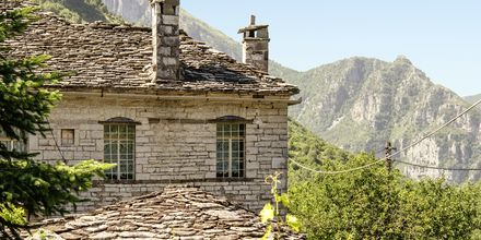 Utsikten från bergsbyarna i Zagoria, Grekland.