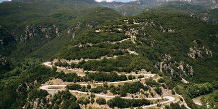 Slingrande vägar tar dig upp till Zagoria, Grekland.