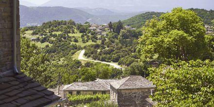 Zagoria består av steniga landskap och gröna skogar.