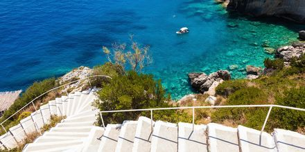 På Zakynthos kan du välja mellan strand- och klippbad.